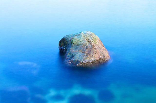 A rock exposed by low tide near the shore of the Vancouver sea wall.  #vancouver #vancouverbc #vancitybuzz #vancitylife #vancouverisawesome #longexposure #longexposure_shots #water #coast #coastal #seawall