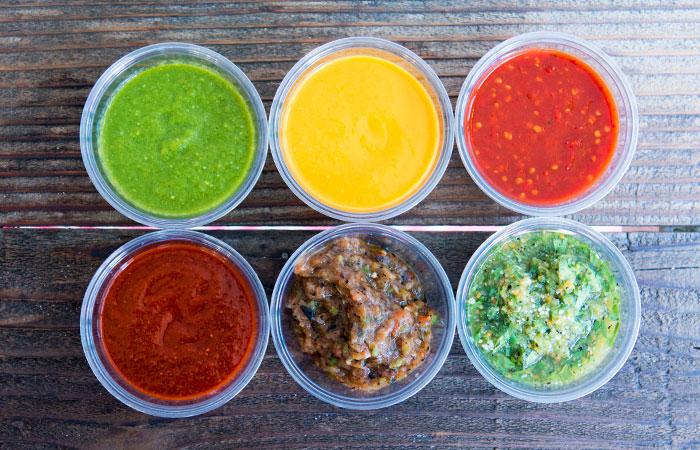 photo_chicas-tacos_salsas-1.jpg