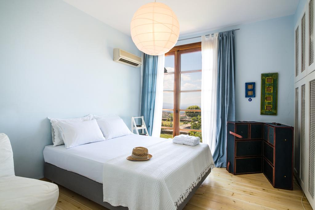 Couple sharing with queen bed - $2,150 CDN  per person (private room & private bathroom)