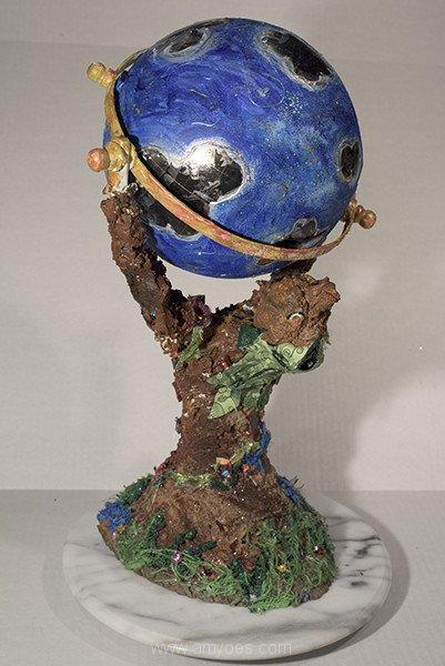 Singing-Globe-1.jpg