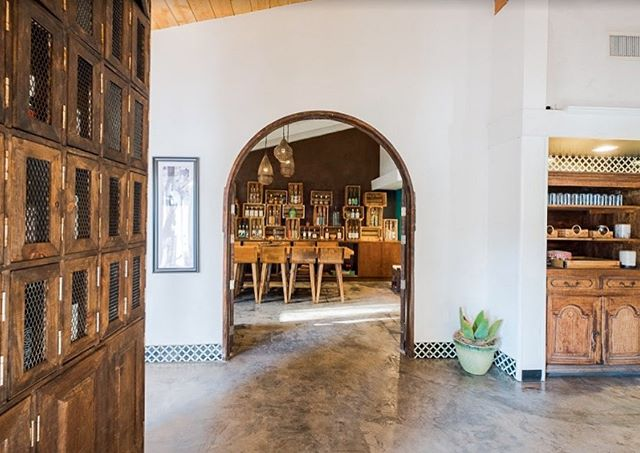 We can't get over @tahonamezcal 's picturesque interior! Just stepping into the restaurant makes us feel like we're on vacation in Mexico.🥃🌵 📸: Haley Hill . . . #mezcalcocktails #sdcocktails #sdcocktail #mexicanculture #sdmexicanfood #mezcal #tahonamezcal #oldtownsandiego #sandiegofoodies #youstayhungrysd