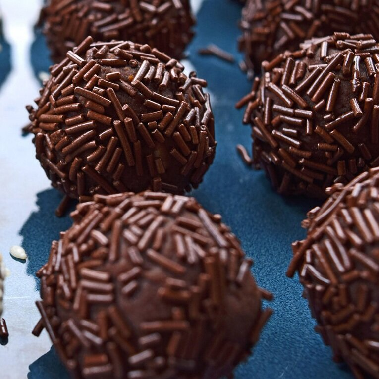 Cookie Bonbon - Crumble your favorite Onesto cookie.mix with 2 TBSP room temperature cream cheese. roll into balls. Melt dark chocolate. Dip bonbons to coat. Refreeze.