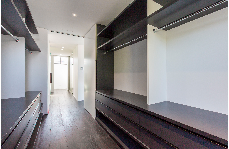 maek-luxury-home-design-inspiration-peppermintgrove-27v-wardrobe-gallery-16.jpg