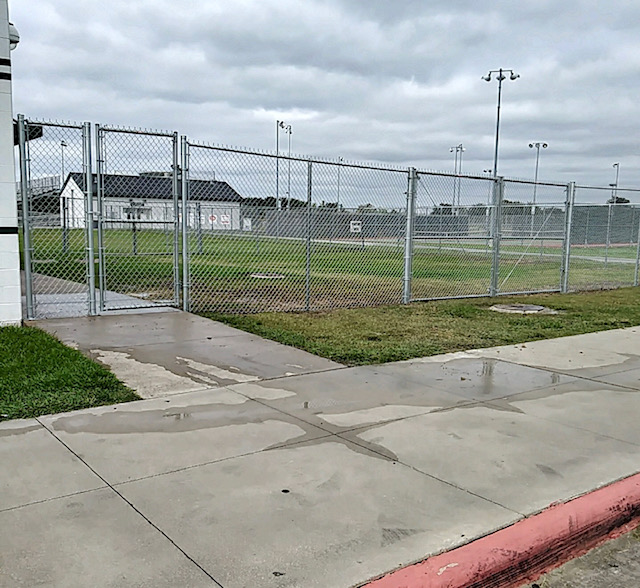 galvanized chainlink commercial fence