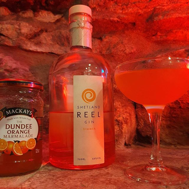 Come along tonight for some London Underground themed cocktails including a Shetland simmer gin English Breakfast cocktail with Dundee Marmalade and a Orkney Rhubarb Gin and Ginger Ale sipper with fresh local mint! @orkneygincompany @shetlandreel