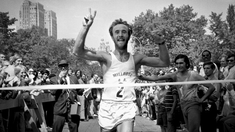 Arrivée du Marathon de New-York. Le film de Pierre Morath montre à quel point cette course crée en 1970 cristallise l'évolution de la course à pied, et de la société dont ce sport est l'une des manifestations emblématiques.