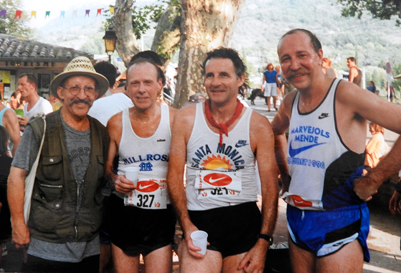 Le 10 août 1997, à Buis-les-Baronnies, après une corrida de 10 km. De gauche à droite, Norb Sander, Martin Bleasdale (Spiridon-Grande-Bretagne) et Jean-Claude Moulin (fondateur de la course Marvejols Mende).