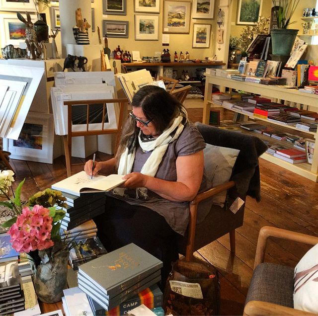 Jackie has just popped by to sign her new book #lostwordsspellsongs always lovely to see Jackie ✍️📚 #goldensheafgallery #narberth #pembrokeshire #jackiemorrisartist