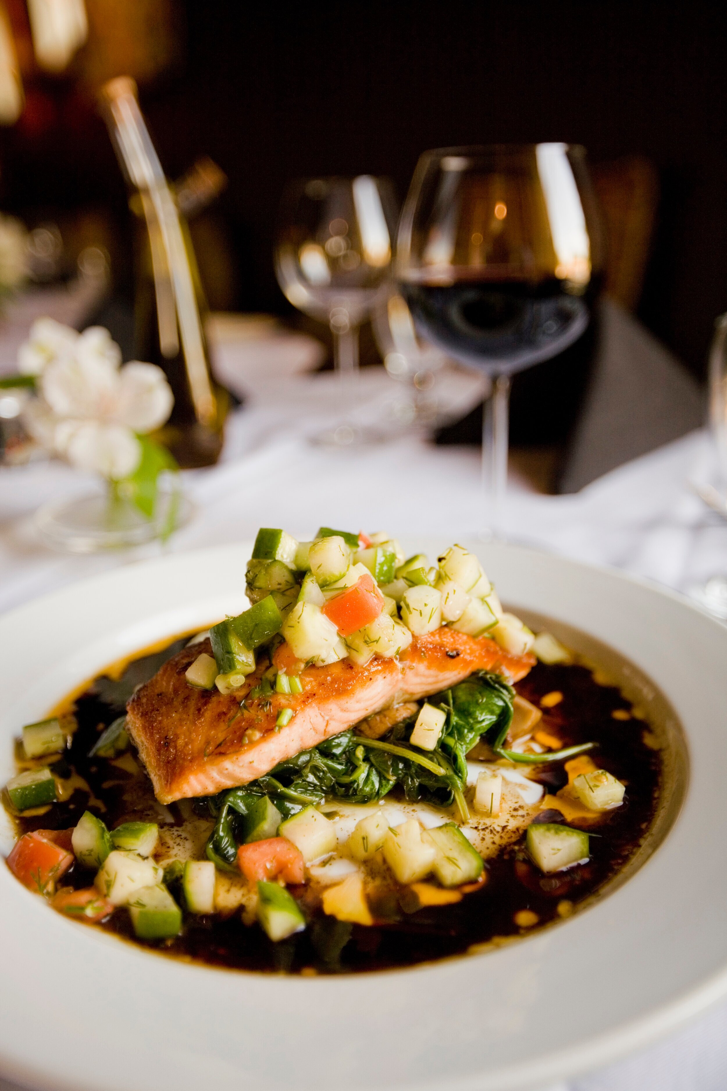 Salmon with vegetables_red wine