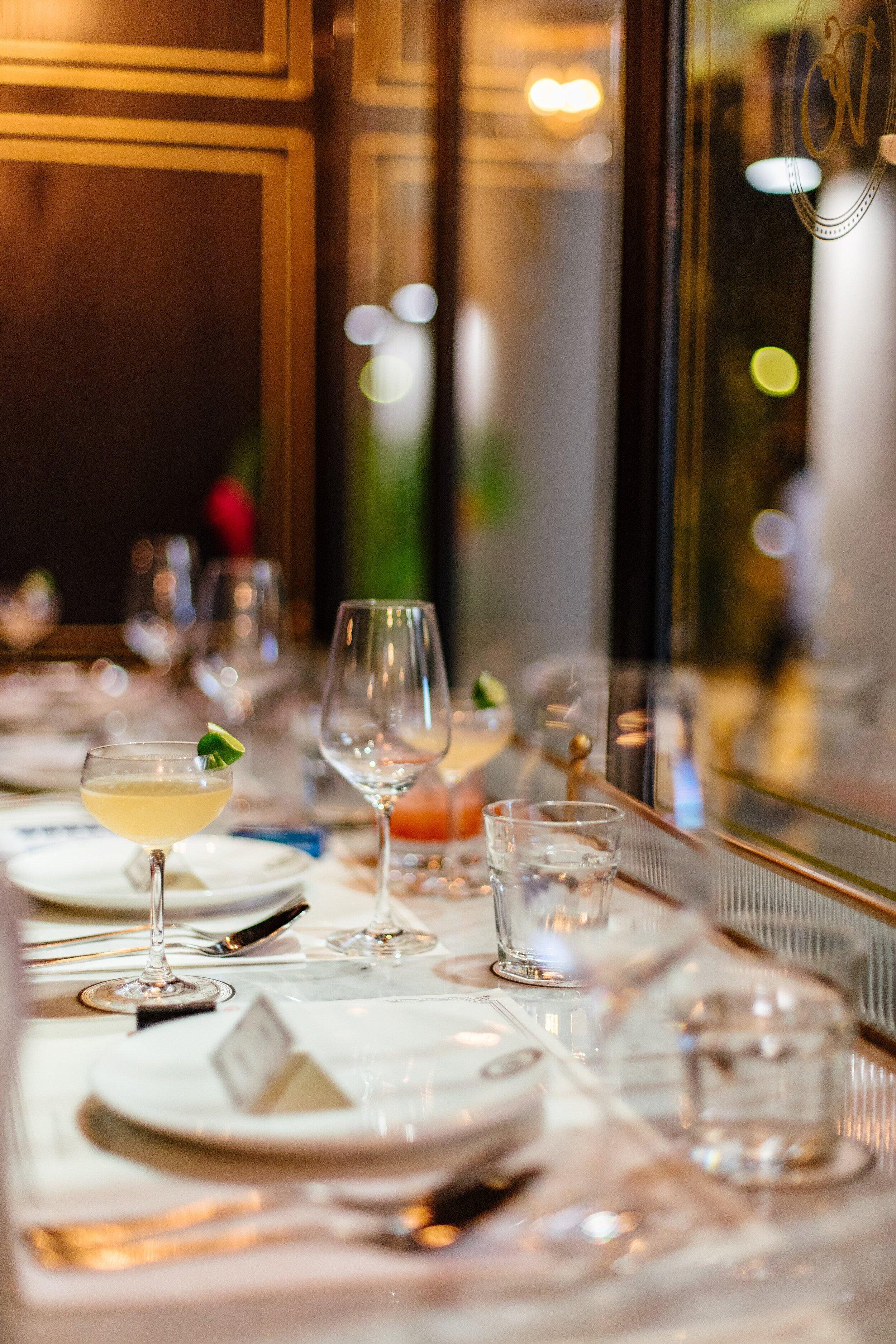 Restaurant table_cocktails_wine_reservation
