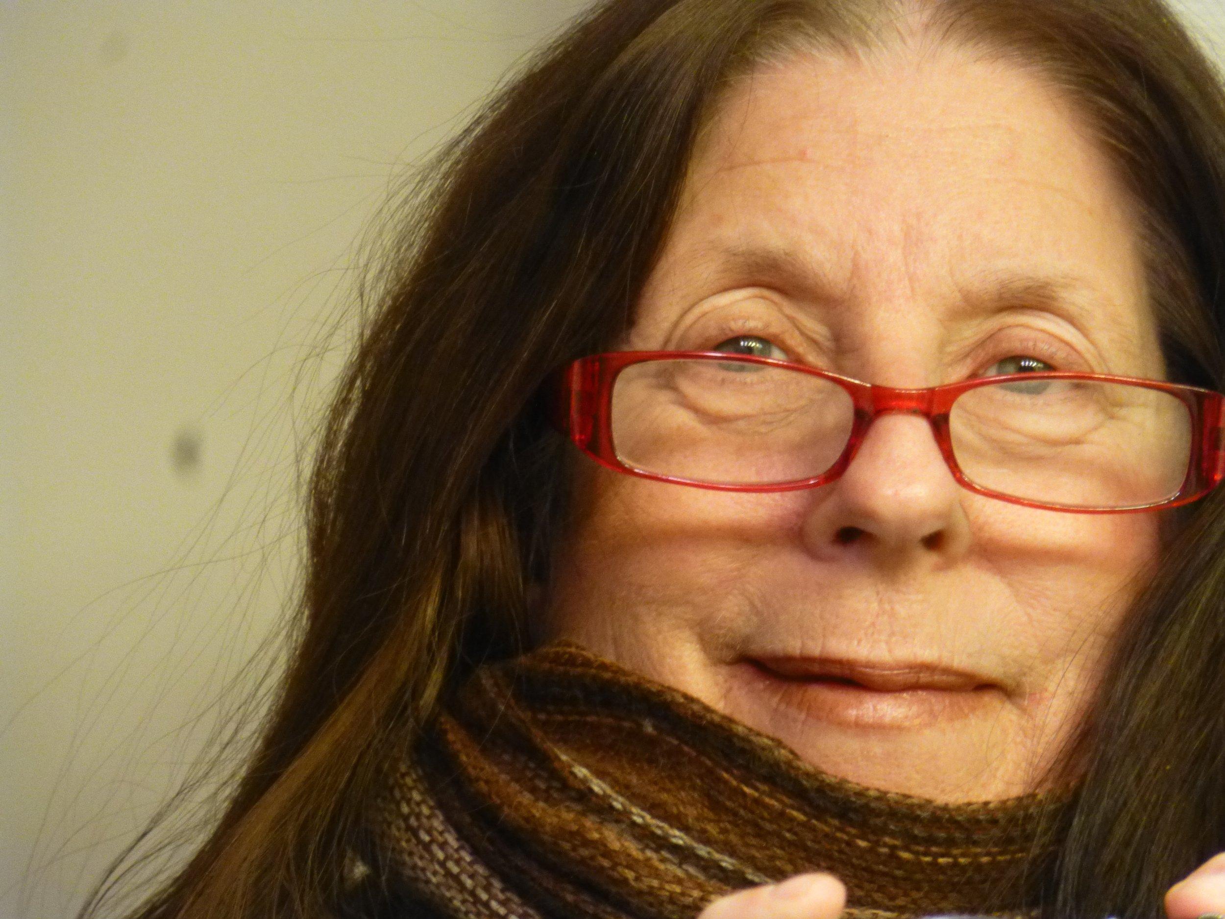AUNT TISH: Linda Chambers