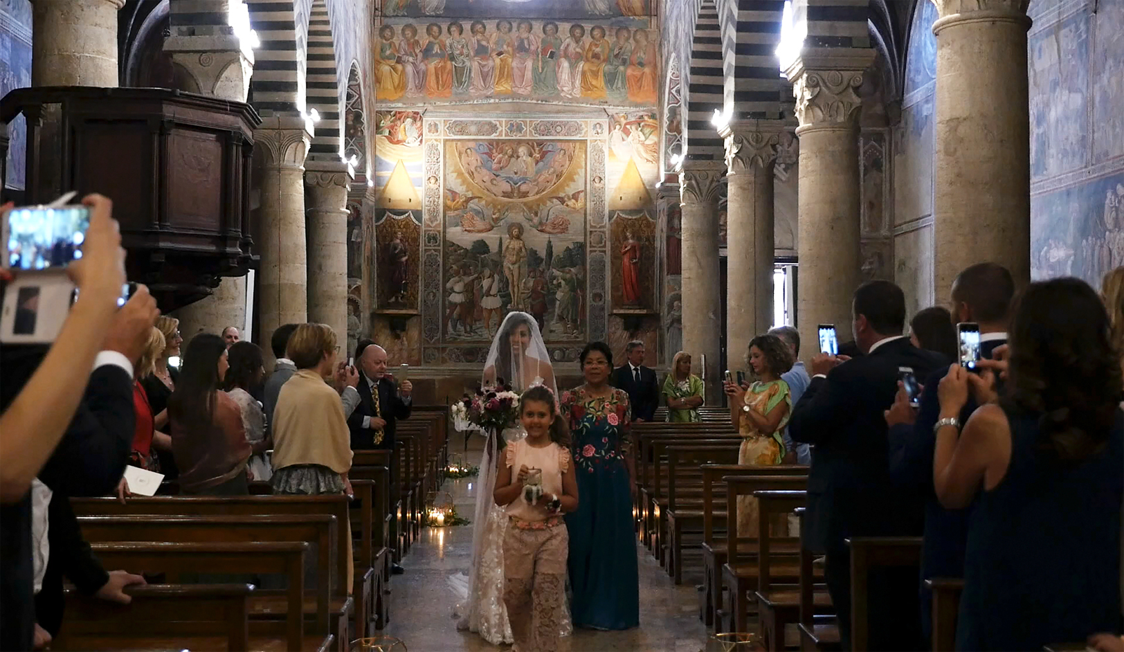 wedding-in-san-gimignano-bride-church.jpg