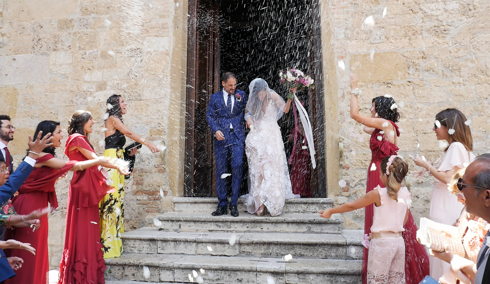 wedding-in-san-gimignano-bride-groom-rise.jpg