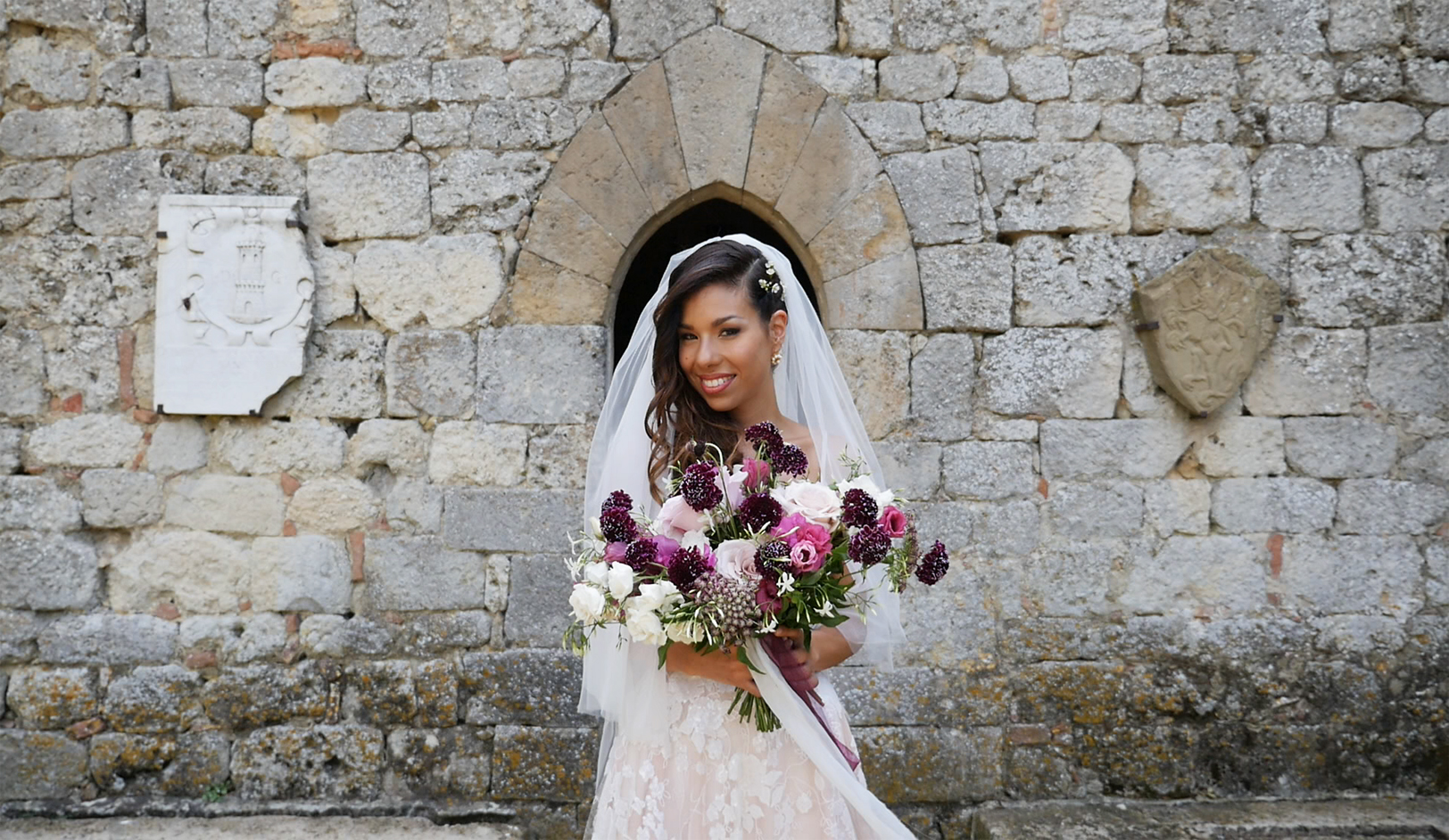 wedding-in-tuscany-bride-san-gimignano.jpg