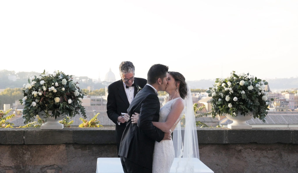matrimonio-studi-romani-roma-bacio-italia-1024x594.jpg