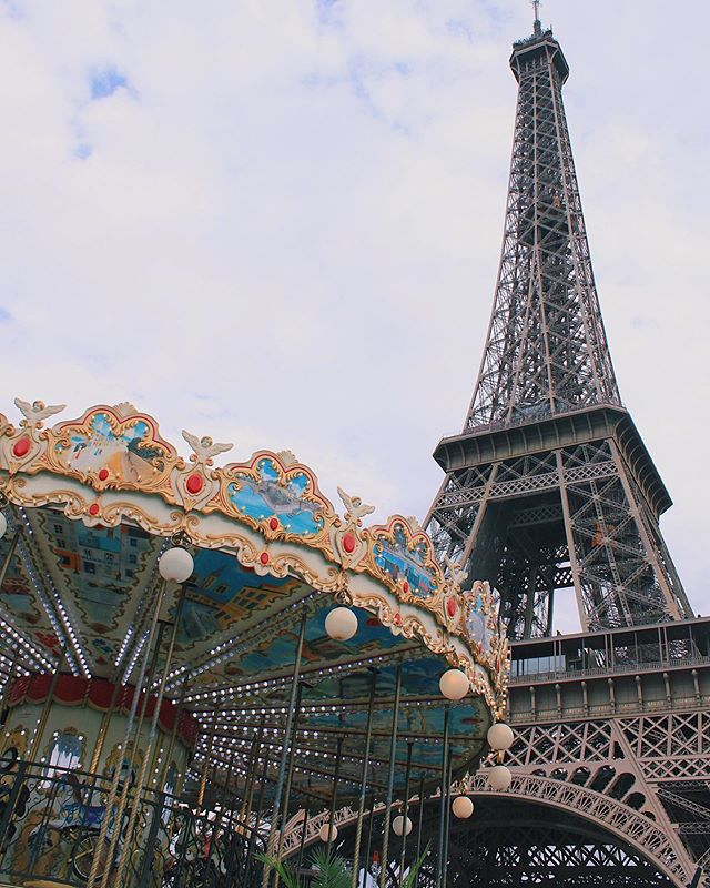 A new day, a new perspective ✈️ . . . . . . . #travel #paris #france #GLT #girlslovetravel #girlswhotravel #flightattendantlife #flightattendant