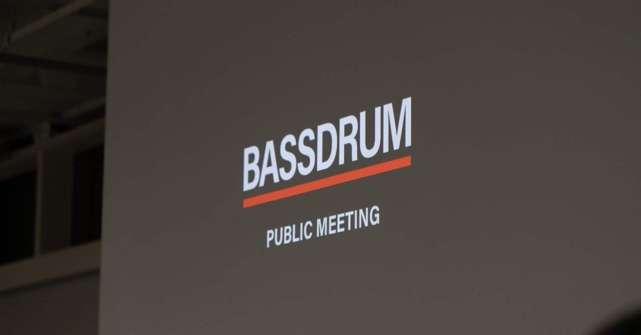 第一回BASSDRUM公開総会 レポート - テクニカルディレクターが集まるコミュニティ内の知識・体験共有のために、「BASSDRUM総会」と銘打って参加者の最新のプロジェクト紹介、最近向き合っている技術の紹介、過去のプロジェクトでやってきたことのプレゼンテーションを行う場としてクローズドに開催してきましたが、もっと多くのテクニカルディレクター・エンジニアの役にたつものではないかという思いから今回、初めて公開総会を開催しました。