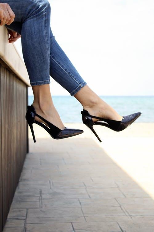 jeans-heels-pexels-photo-2285500.jpg