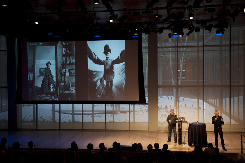 Preview Events - visualized conference - main stage presentation - times center - screen projection.jpg