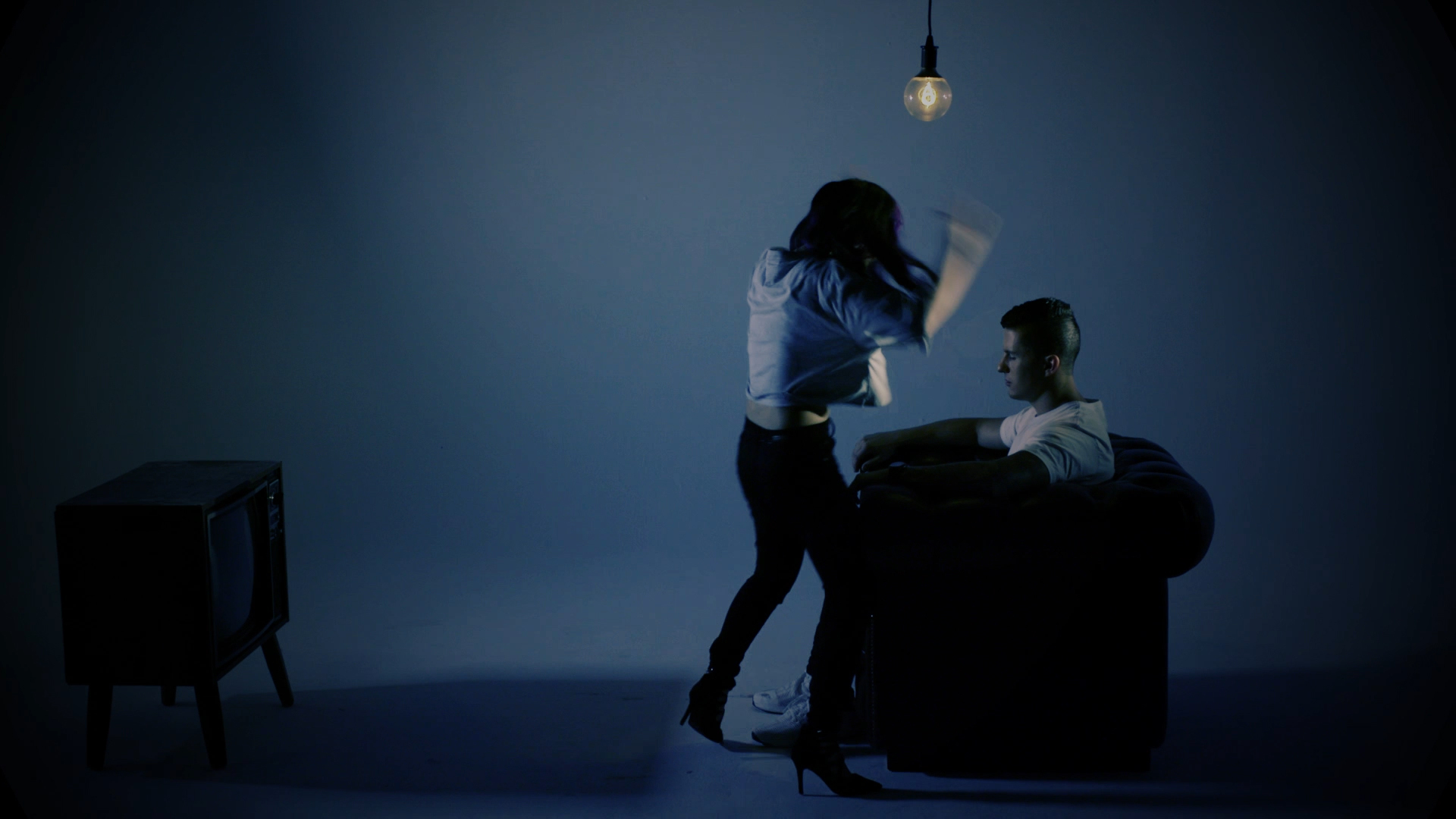 Love the way you lie - MUSIC VIDEO190.jpg