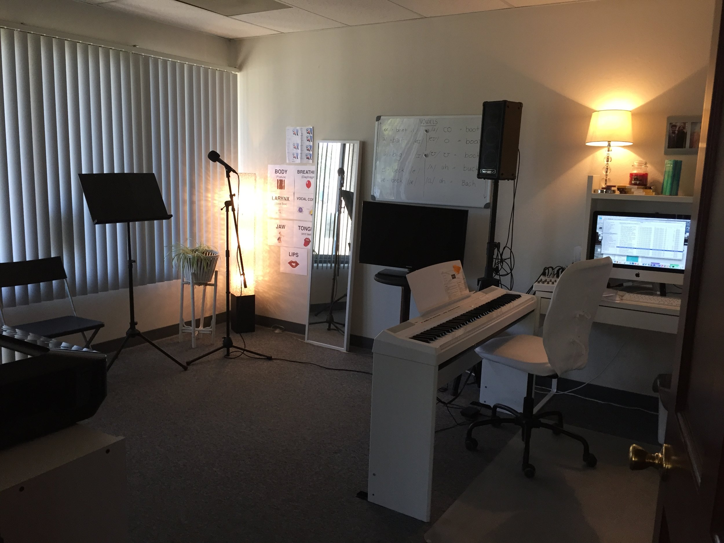 The Vocal Studi - Fully equipped with mic, speaker, keyboard and more.