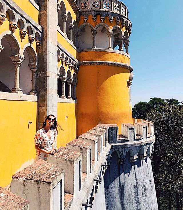 Y-ellow 👋🏻 from Portugal. Congratulations to my queen and king who tied the knot this weekend at an epic castle in Sintra. Thanks for bringing us all together in such a beautiful place and letting us be a part of your fairytale. It's a joy to know you both and celebrate your love! 🎉❤️