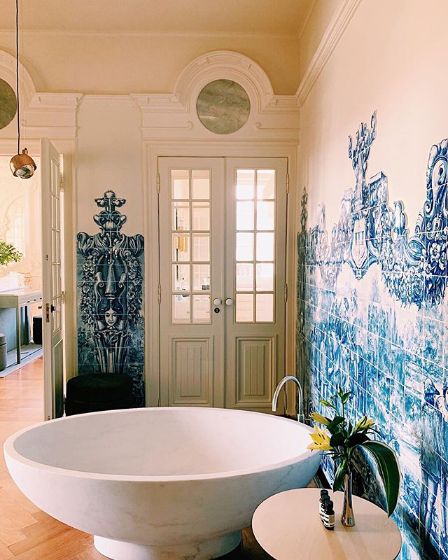 Back in BK but still thinking about Lisbon's most breathtaking bathroom 🤩 More from inside @verridepalaciosantacatarina in stories 💫☝🏻
