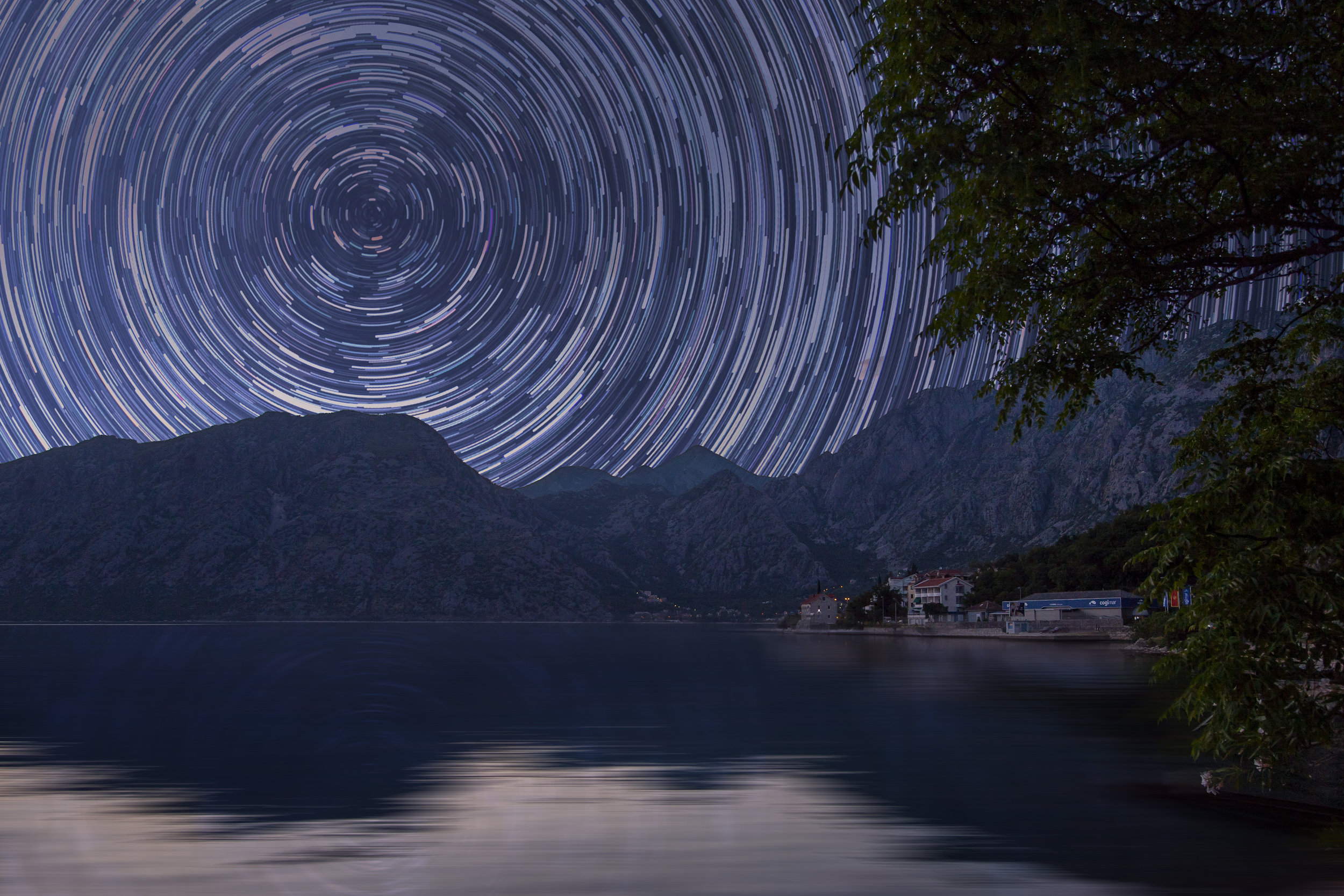 Timelapse photo of the night sky with circular streaks following the path of stars