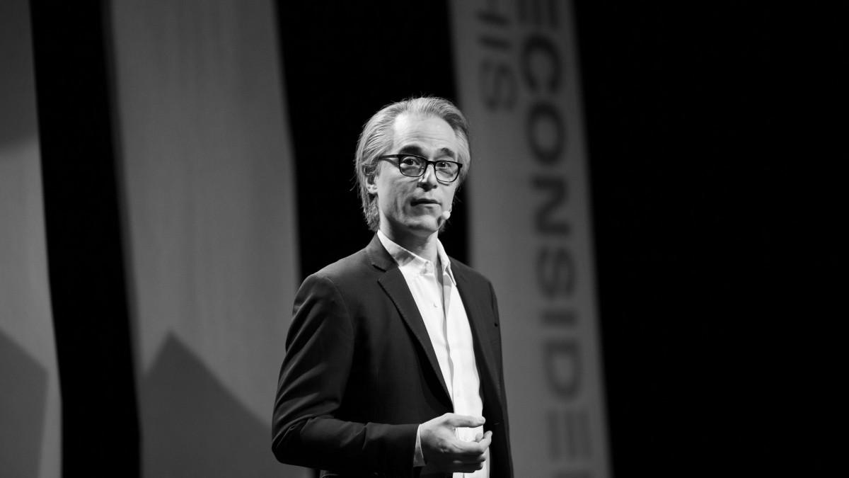 Niels Public Speaking.jpg