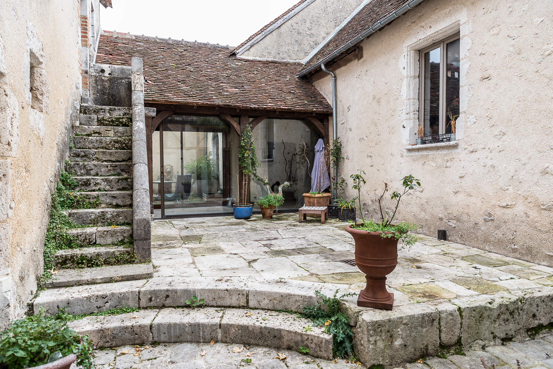A4-Greniers-de-Vineuil---Ext---Patio.jpg