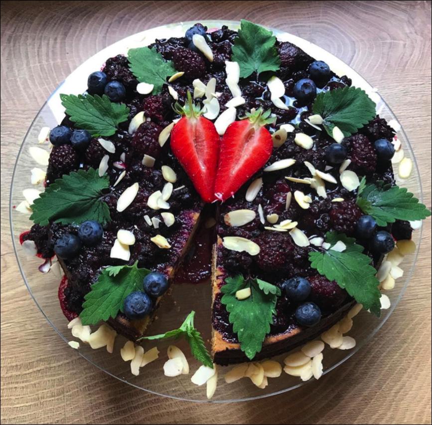 VEDUNA CAKE.png