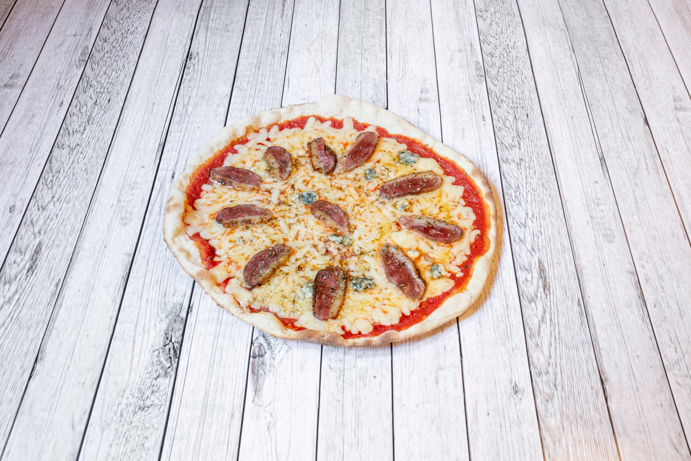 Zarabandas_Comida_PizzaMagret_foto1.jpg