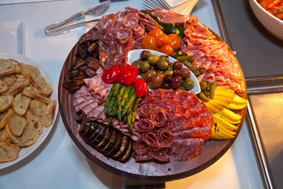 Meats and various foods on a round plate