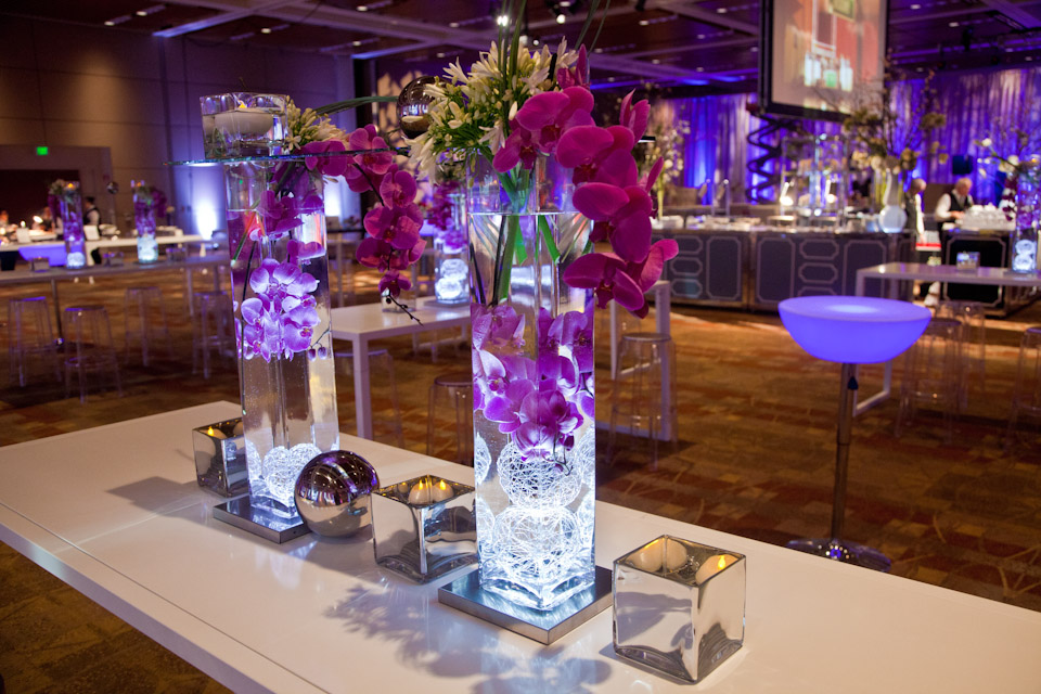 Table centerpiece display with flowers