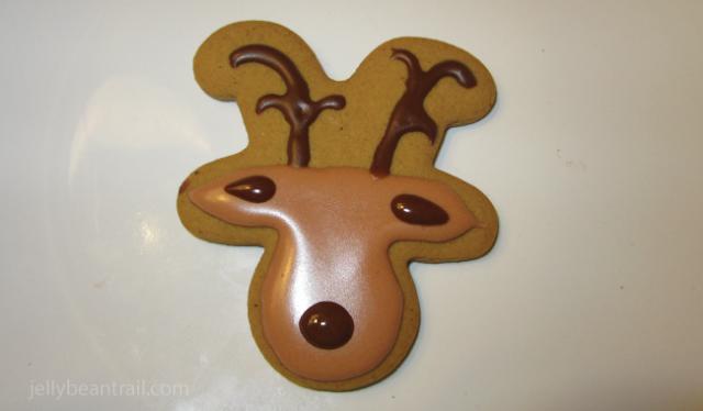 add-antlers-nose-and-ear-detail-reindeer-cookies.png