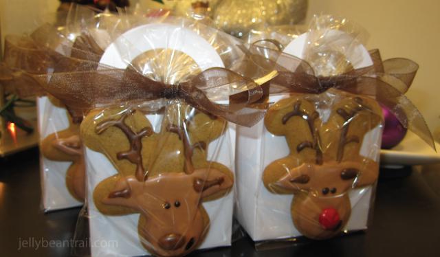 boxed-reindeer-cookies-favors.png