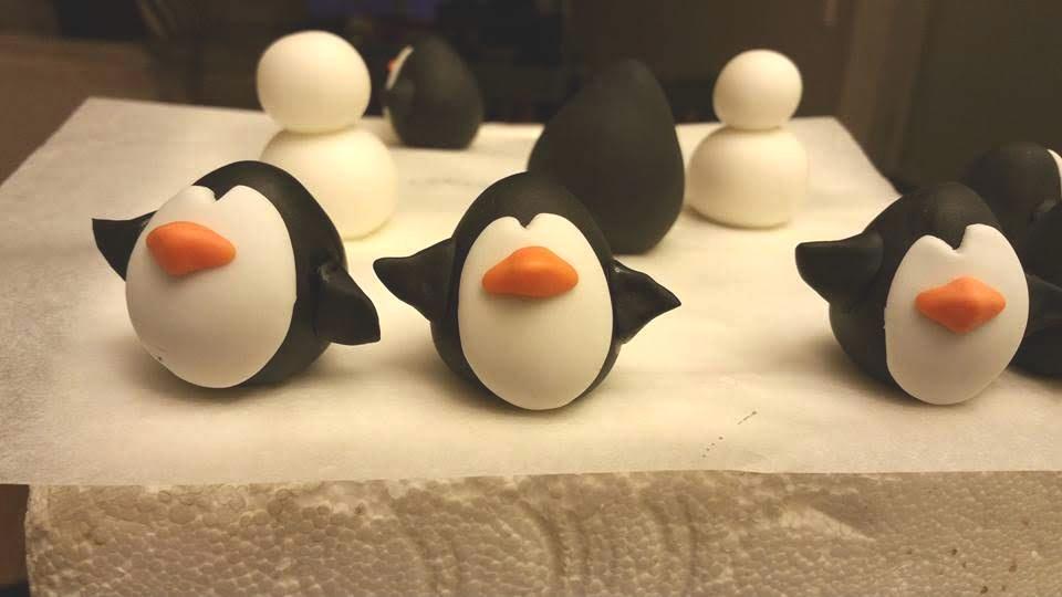 sugar art cake topper penguin