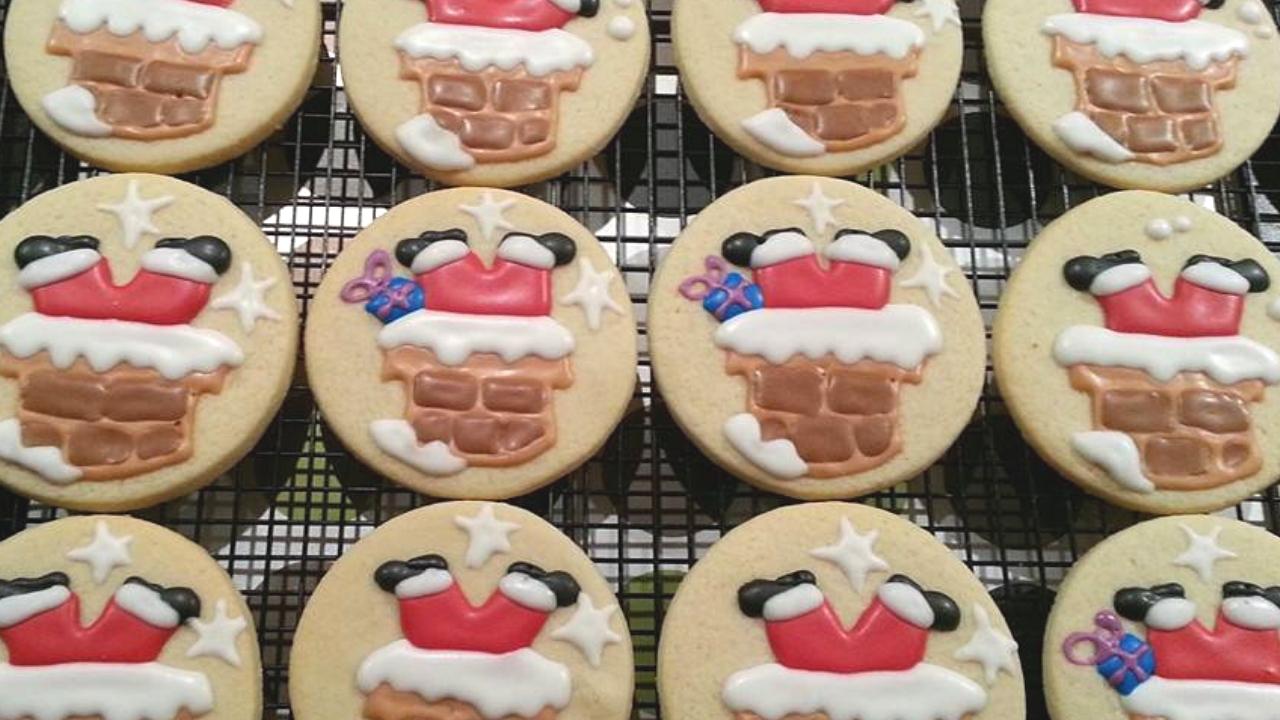 Santa going down the chimney cookies jellybeantrail dawn garnette (1).jpg