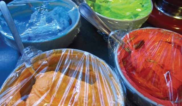 coloured-icing-tie-dye-cupcakes.png