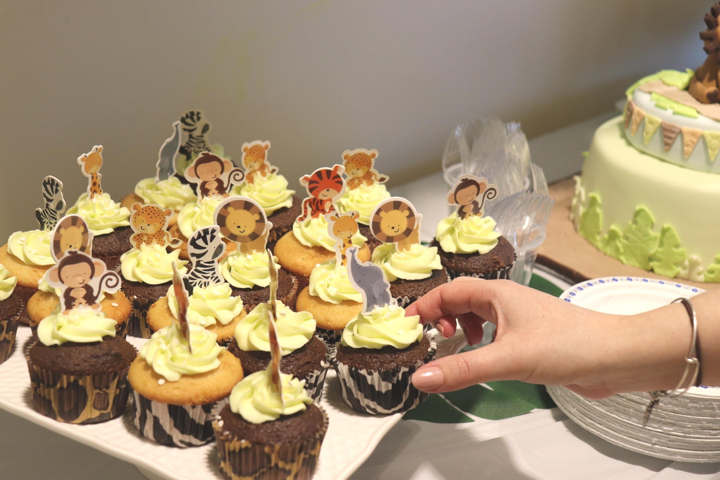baby animal baby shower cupcakes