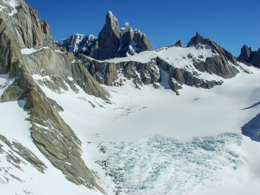 View from Paso Cuadrado over the Fitzroy Norte Glacier and Filo del Hombre Sentado (Sitting Man Ridge) to Cerro Torre, Torre Egger and Cerro Standhardt
