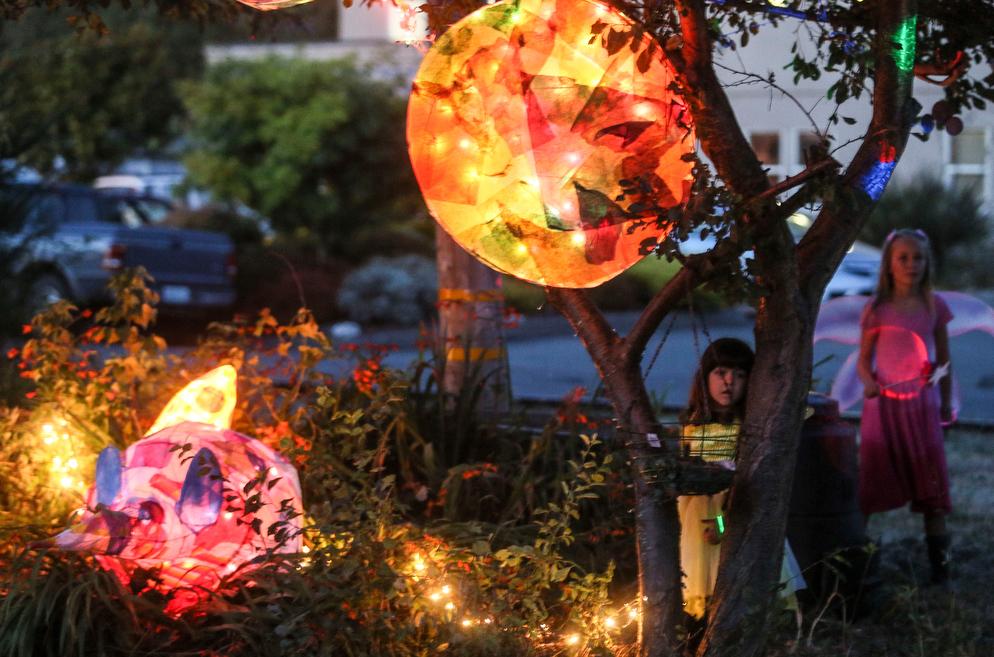 Lantern with kids.jpg