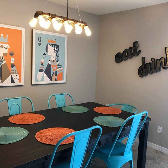A fun place to dine with friends. Really happy with how things are looking at ScottsdaleKingII. #scottsdalekingaz #scottadaleairbnb #airbnbdesign #stayhere