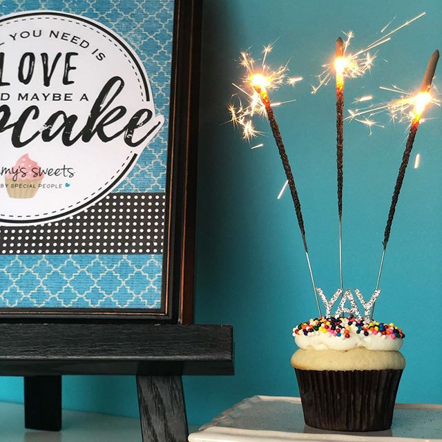 Light it up with Sammy's Sweets for your birthday!🎈🎉🧁 • • • #localbakery #birthdaycupcakes #bakerycatering #autismawareness #localbusiness