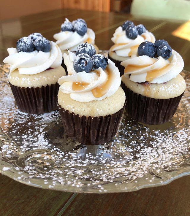 Blueberry Pancake 🥞  Vanilla cake with whipped vanilla buttercream frosting topped with maple syrup, fresh blueberries and a dusting of powdered sugar!