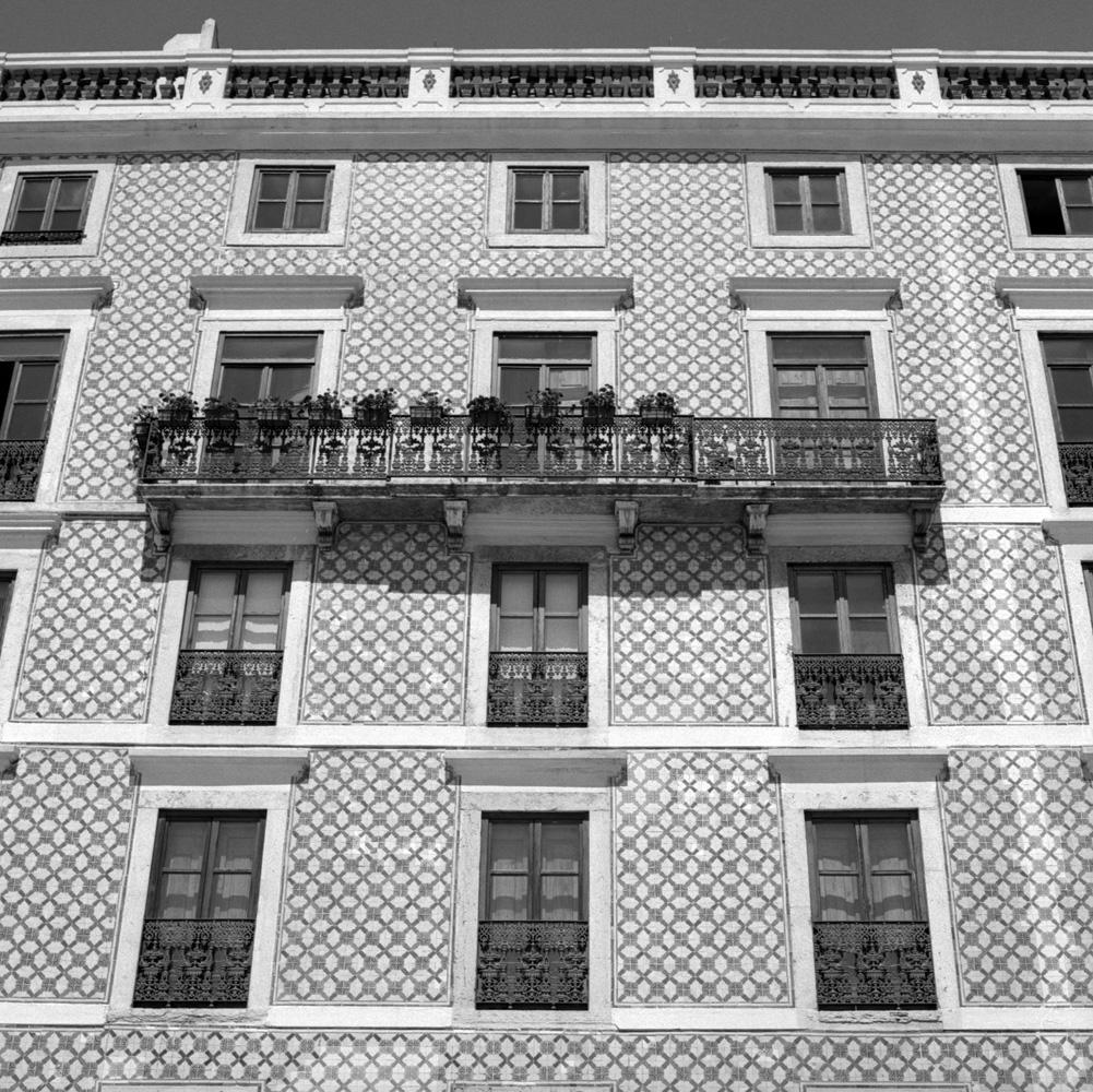 TriX-Lisbon-WalkingAround2 5.jpg