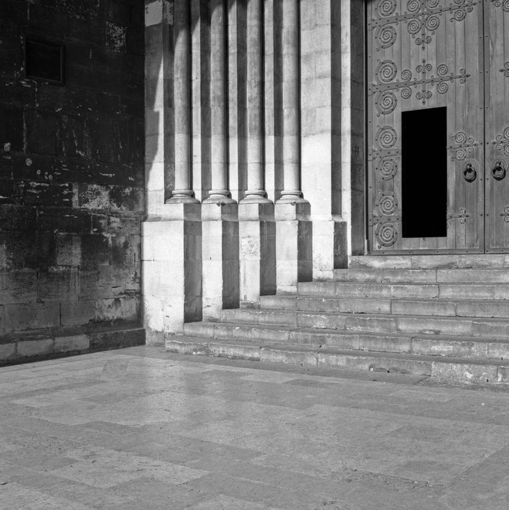 TriX-Lisbon-WalkingAround4 2.jpg