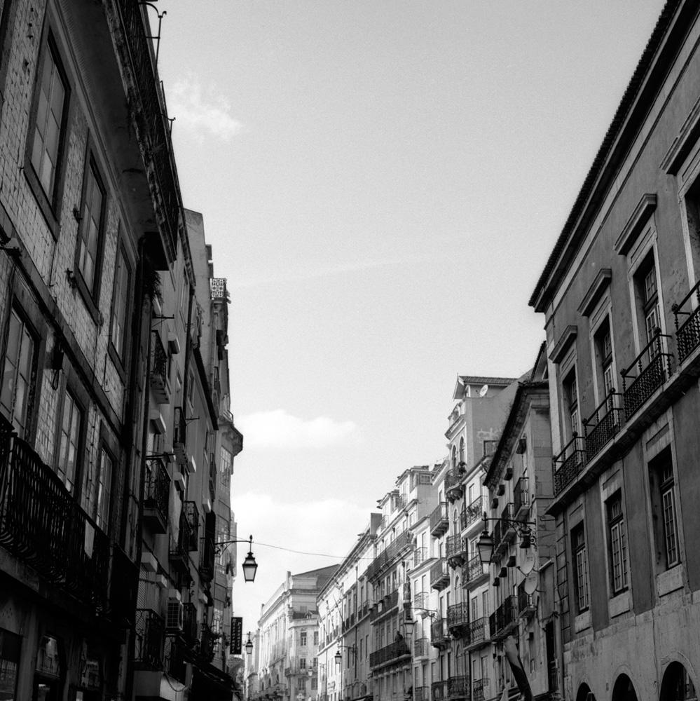 TriX-Lisbon-WalkingAround4 10.jpg