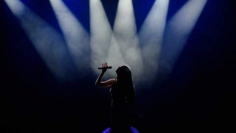 singer-on-stage-with-lighting-5cffccb845ce4-480x300.jpg