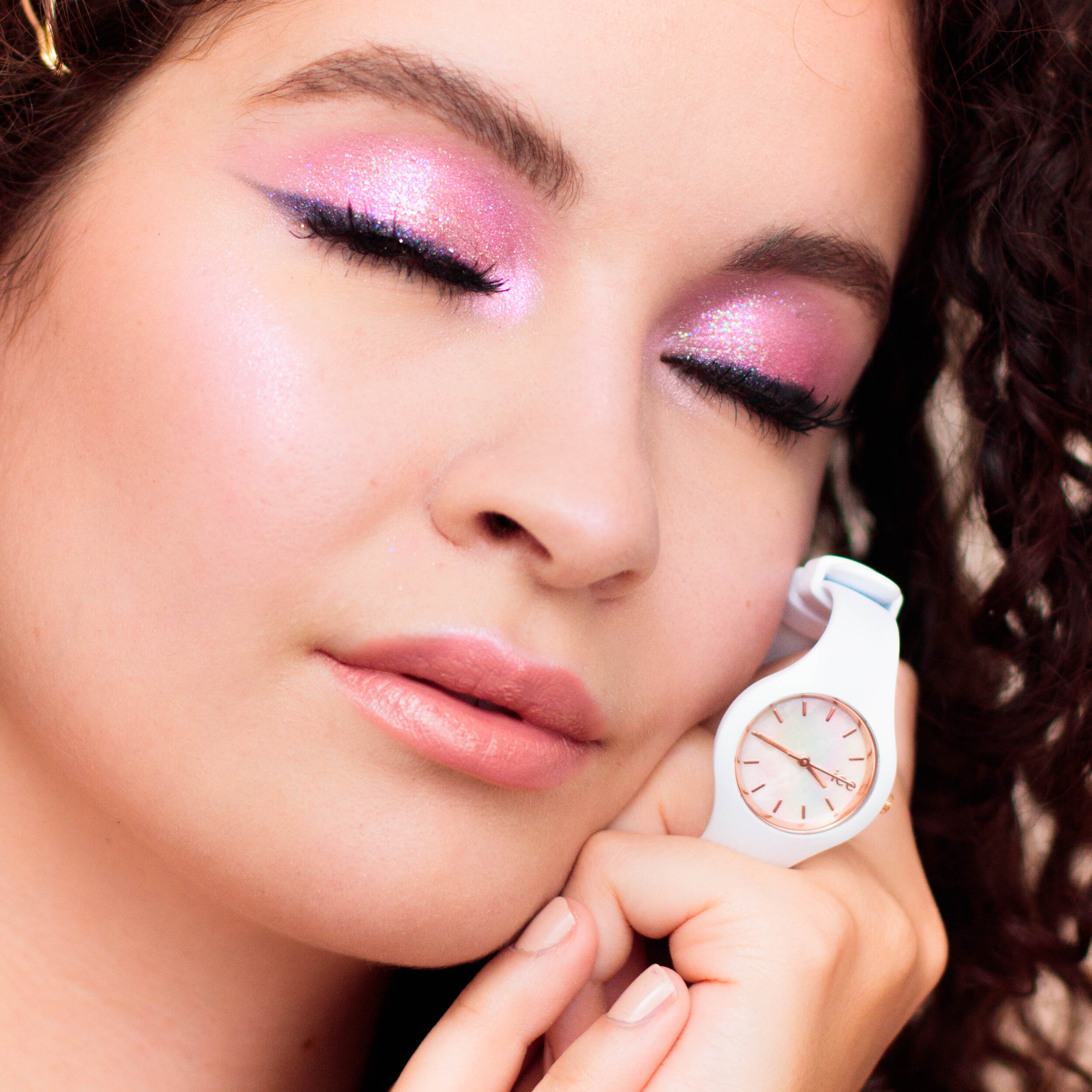 ice-watch-pearl-xs-white-makeup-pauuulette-close-up-1.jpg